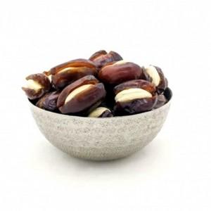 Dates with cashew full coating